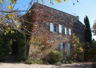The outside of gîte Salonenque