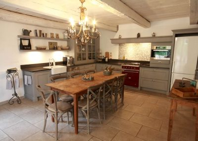 The kitchen of the Olivade gîte
