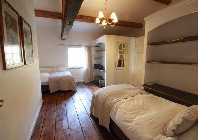 The bedroom on the first floor with 2 beds in the Olivade gîte