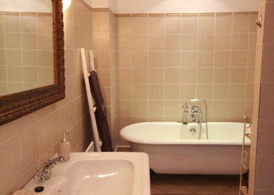 The bathroom of the Picholine gîte