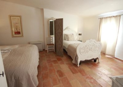 Bedroom with 2 beds of the Picholine gîte